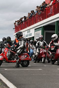 Challenge Scootentole Magny-Cours 2011 France, photo DR