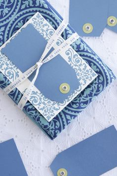 ✂ That's a Wrap ✂ diy ideas for gift packaging and wrapped presents - Blue