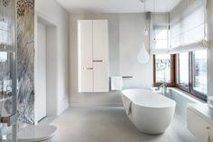 white bathroom + freestanding bathtub // liquid light drop next lamp Clawfoot Bathtub, Freestanding Bathtub, Bath Fixtures, White Bathroom, Powder Room, Dom, Luxury, Inspiration, Bathrooms