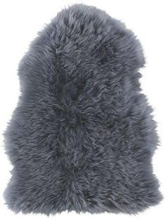 Anschmiegsam und weich  -  flauschig weiches Schaffell in Grau