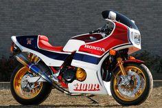 Racing Cafè: Honda CB 1100 R No.009 by Bull Dock