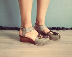 Gorgeous handmade shoes! On my wish list :)  SINDRI  Green  FREE SHIPPING Handmade Leather by Keymandesign, $215.00