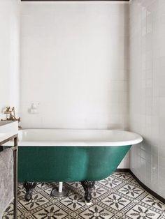 Afbeeldingsresultaat voor scandinavische badkamer  Gave tegels , misschien voor de WC?