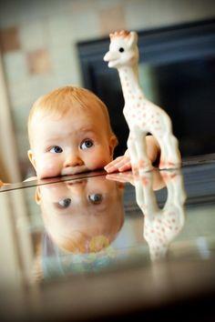 生まれてきた赤ちゃんは本当に天使のように可愛いですね。一ヶ月ごとにどんどん成長していく赤ちゃんの変化が楽しめるアルバムは、将来大きくなってから家族の大事な宝物となります。海外の赤ちゃんの撮影のやり方がおしゃれでかわいいと評判です。そんなマネしておきたいショットをまとめました。 かわいい赤ちゃんたちに癒されてくださいね♪  画像元:photographytips スポンサードリンク[ad#co-1]  マンスリーごとに撮った赤ちゃん 生まれてから一歳ま