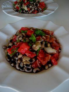 Salada de feijão frade com cavala e tomate