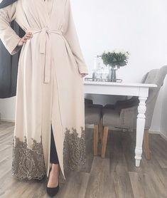 Source by modelleri Modern Hijab Fashion, Modesty Fashion, Hijab Fashion Inspiration, Islamic Fashion, Abaya Fashion, Muslim Fashion, Mode Inspiration, Kimono Fashion, Fashion Outfits