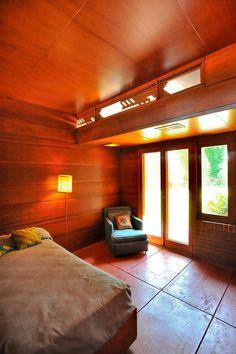 Guest bedroom - Rosenbaum House / 601 Riverview Drive Florence, AL / 1940 / Unisonian / Frank Lloyd Wright
