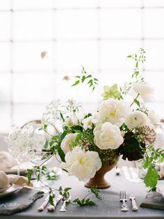 Country Wedding Flowers, Neutral Wedding Flowers, Cheap Wedding Flowers, Winter Wedding Flowers, Rustic Wedding Flowers, Flower Bouquet Wedding, Ranunculus Wedding, Wedding Ideas, Table Wedding