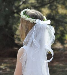 This silk flower wreath, halo is made with bridal white hydrangea and roses and has a double tier veil. This wreath is shown in off white/ivory, however I can use other colors and flowers also. Please tell me the color of wreath you are looking for and I would be happy to make it