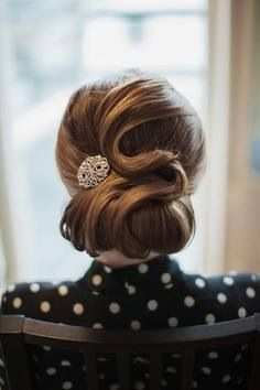 Vintage hairstyles are adorable! So feminine, beautiful, elegant! In my opinion, updos are more preferable for a bride because an updo won't be a mess in the middle of the day, that's why I decided to gather the best vintage updos for you. Retro Hairstyles, Wedding Hairstyles, Fashion Hairstyles, Latest Hairstyles, Celebrity Hairstyles, Wedding Hair And Makeup, Hair Makeup, Vintage Updo, Vintage Style