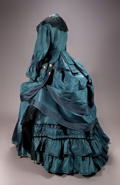 Day dress, 1872-74 From the Museo de Andalucia