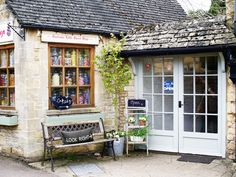 11 Beautiful Cotswolds Villages You Need To See - To Europe And Beyond English Country Style, English Countryside, Places To Travel, Places To Go, Beautiful Places, Most Beautiful, Amazing Places, English Village, English Cottages