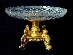 Baccarat, centro de mesa em bronze banhado a ouro e cristal, peça com a marca da manufatura de Bacca