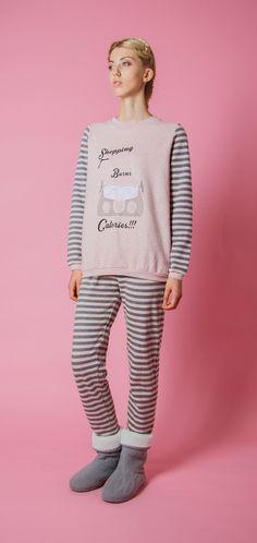Pigiama da donna 40 dalla collezione autunnale di Pigiamiamoci #stylish #trendy #stivalettimorbidosi #socute @pigiamiamoci
