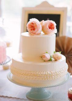 wedding cake with ruffles, photo by Marta Locklear http://ruffledblog.com/maryland-manor-wedding #weddingcake #cakes