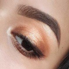 BRONZE glowy makeup