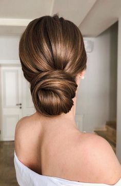 😍💓 These 100 Prettiest Wedding Hairstyles perfect for both wedding Ceremony and Reception 💓💓 Braid , bridal hairstyle,wedding updo hairstyles ,wedding hairstyles weddinghair hairstyles updo hairupstyle hair 810085051708031381 Wedding Hair Brunette, Wedding Hair Half, Bridal Hair Half Up, Wedding Hair And Makeup, Hair Up Styles Wedding, Wedding Hair With Veil Updo, Brunette Updo, Bridal Hair Updo Elegant, Bridal Hair Buns
