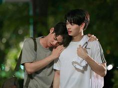 """the series❤ ❤Vì chúng ta là một đôi ❤ """"𝙄 𝙝𝙖𝙫𝙚 𝙗𝙚𝙚𝙣 𝙞𝙣𝙩𝙤𝙭𝙞𝙘𝙖𝙩𝙚𝙙 𝙗𝙮 𝙩𝙝𝙚𝙞𝙧 𝙡𝙤𝙫𝙚 ! (⸝⸝⸝ᵒ̴̶̷̥́ ⌑ ᵒ̴̶̷̣̥̀⸝⸝⸝) Tine x Sarawat Moving In Together, Meant To Be Together, Cute Gay Couples, Real Couples, Bright Pictures, College Boys, Bullet Journal Aesthetic, Thai Drama, Drama Series"""