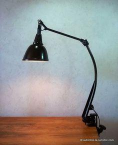 Lampe Midgard 114 Curt fischer | Lampe Midgard, modèle 114 courbe, vers 1935/40, créé par Curt Fischer, l'histoire de la marque d...