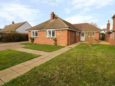 This detached house is in Winterton-on-Sea and can sleep 11 people in five bedrooms. Garden Swimming Pool, Swimming Pools, Cromer Norfolk, Norfolk Cottages, Holiday Cottages To Rent, Fire Kids, Great Yarmouth, Log Fires, Self Catering Cottages