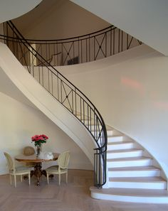 Looking for Staircase Design Inspiration? Check out our photo gallery of Modern Stair Railing Ideas. Modern Stair Railing, Stair Railing Design, Iron Stair Railing, Wrought Iron Stairs, Stair Handrail, Modern Stairs, Railing Ideas, Iron Staircase, Staircase Railings