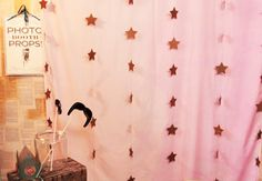 Photo Booth Backdrop with Hello! Lucky on Creativebug @Creativebug on Pinterest @Eunice & Sabrina Moyle | Hello!Lucky
