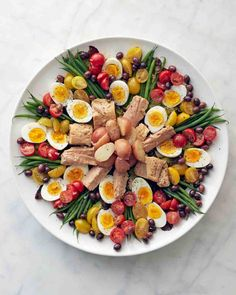 Martha Stewart - Nicoise salad with tuna, eggs, haricots verts, potatoes, tomatoes with a lemon dijon mustard dressing: Salade Nicoise Salad Recipes Martha Stewart, Cena Light, Martha Stewart Cooking School, Dog Food Recipes, Cooking Recipes, Cooking Cake, Oven Cooking, Cooking Gadgets, Cooking Turkey
