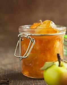 Marmellata senza zucchero aggiunto fatta in casa – Tre gustose ricette per preparare in casa con ingredienti sani e genuini una buona marmellata dolce senza zuccheri aggiunti.