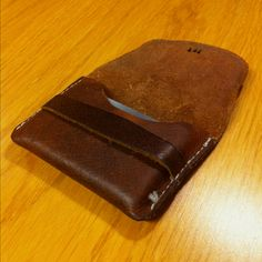 Flap wallet Leather Craft, Card Case, Hands, Wallet, Pretty, Diy, Ideas, Leather Crafts, Bricolage