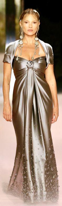 Classic Style Women, Luxury Fashion, Womens Fashion, Haute Couture Fashion, Fashion Updates, High End Fashion, I Dress, Evening Gowns, Catwalk