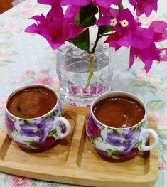 Coffee Vs Tea, Coffee Club, Coffee Love, Coffee Drinks, Keep Calm And Drink, Turkish Coffee, Chocolate Coffee, Tea Time, Tea Cups