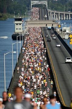 Runners in The Seattle Seafair Marathon cross the Evergreen Point floating bridge after the start at Husky Stadium. Photo by Steve Ringman / The Seattle Times