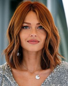 Outstanding Copper Blonde Bob Hairstyles for Your Distinctive Style Red Hair red bob hair Dark Auburn Hair Color, Dark Red Hair, Red Hair Color, Medium Auburn Hair, Red Hair Long Bob, Short Auburn Hair, Auburn Bob, Red Hair Layers, Red Hair With Blonde