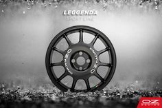 Leggenda, like the legend of OZ in the world of WRC, is race-inspired. The wide center surface defines the wheel's aesthetics. It was originally created to shield the disc brakes from stones thrown by the force of the wheels during gravel rallies.