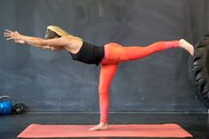 6 Yoga Poses That Help Burn Fat & Build Strength For The Ultimate Body Hip Opening Yoga, Easy Yoga Poses, Yoga Posen, Basic Yoga, Yoga For Flexibility, Yoga For Beginners, Yoga Fitness, Fitness Blogs, Exercises