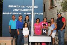 - Selene Salazar les hizo entrega de los apoyos. Jalpan de Serra Qro. Diciembre del 2016.- Un total de 23...