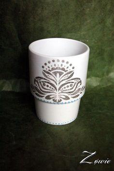 Peinture sur tasse en porcelaine