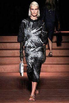 See all the Collection photos from Miu Miu Spring/Summer 2013 Ready-To-Wear now on British Vogue Miu Miu, Fashion Week, Fashion Show, Fashion Design, Paris Fashion, Modest Outfits, Modest Fashion, Valentino, Vogue