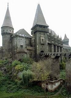 Transilvania, Romania I just love castles.