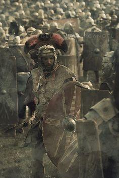 A roman commander with his troops on the battlefield Ancient Rome, Ancient History, Imperial Legion, Roman Armor, Roman Centurion, Roman Warriors, Roman Legion, Roman Soldiers, Medieval World