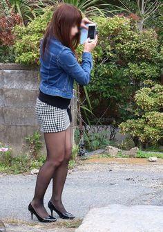 Pin by Doi Doc on Quần bò in 2019 Black Pantyhose, Black Tights, Mini Skirt Dress, Mini Skirts, Fashion Tights, Stocking Tights, Girls In Leggings, Sexy Shorts, Sexy Stockings