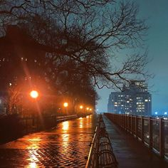 Evening glow in Evening glow in Brooklyn Heights Promenaden 📷 by n. Brooklyn Bridge Park, Brooklyn Heights, Manhattan New York, Lower Manhattan, Columbia Heights, Prospect Heights, New York City Map, New Year Celebration, City Lights