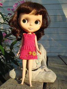 Free knitting pattern for dress for Blythe