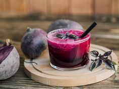 Wooden tray with glass of beetroot juice , Healthy Tips, How To Stay Healthy, Beetroot Juice Benefits, Beet Plant, Sources Of Dietary Fiber, Best Brains, Daily Meals, Vitamin C, Omega 3