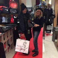 Il nostro red carpet x gli acquisti #orgogliodiessereitaliano #italyintheworld #madeinitaly #fashion #style #stylish #photooftheday #model #glam #glamour #outfit #ootd #instagood #instafashion #shopping #today #tagsforlikes #todayimwearing #mylook #fashionista #instastyle #fashiongram #beautiful #accessories #confezionimontibeller #borgovalsugana #trentino #livelovevalsugana