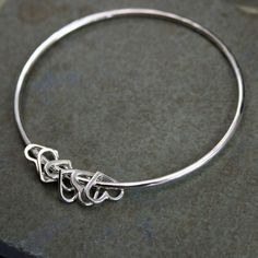Sterling Silver Bangle Heart Charm Bracelet Besos par KiraFerrer, $52.00