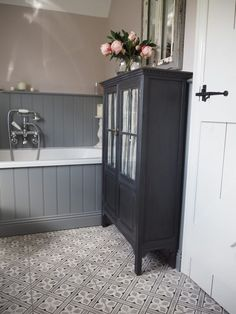 48 Creative Cottage Bathroom Design Ideas - The bathroom has come along way in the past one hundred years. Once just a basic tub set in front of the living room fire and filled with buckets of w. Grey Bathrooms, Beautiful Bathrooms, Small Bathroom, Cottage Bathrooms, Master Bathroom, Bathroom Wall, Family Bathroom, Funny Bathroom, Gold Bathroom