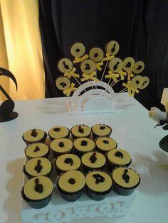 Cupcakes e pirulitos tema Balada.
