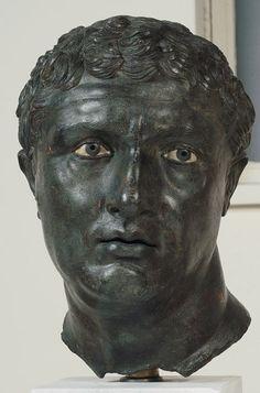 Αν κοιτάξει κανείς την αρχαία ελληνική γλυπτική, πρέπει να θυμάται ότι είναι πιθανόν τα γλυπτά να έχουν περάσει πολλά. Αυτά τα αντικείμενα έχουν καταστραφεί σε ναυάγια, θαφτεί από την ηφαιστειακή τέφρα ή ακόμα αμαυρωθεί από τους λάτρεις της τέχνης.