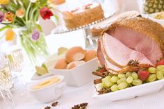 8 Traditional Dishes for a Polish Easter Dinner Osteressen Kielbasa, Easter Dinner Recipes, Holiday Recipes, Southern Easter Menu, Polish Easter Traditions, Passover Traditions, Christmas Traditions, Easter Ham, Easter Food
